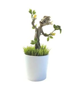 Figurine de Groot végétalisée et qui brille dans la nuit